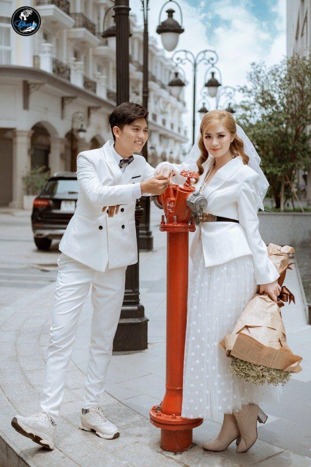 chụp ảnh cưới đường phố kết hợp phim trường
